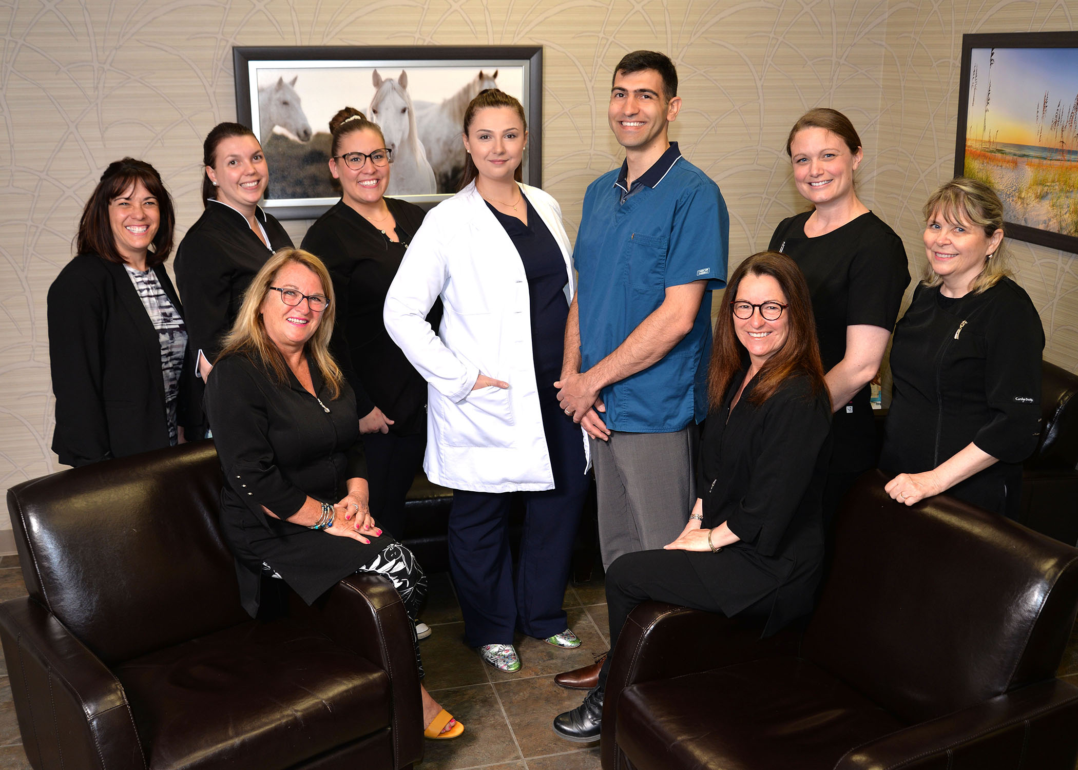 https://www.dentistedrummondville.com/wp-content/uploads/2015/11/Clinique-dentaire-des-promenades-equipe.jpg