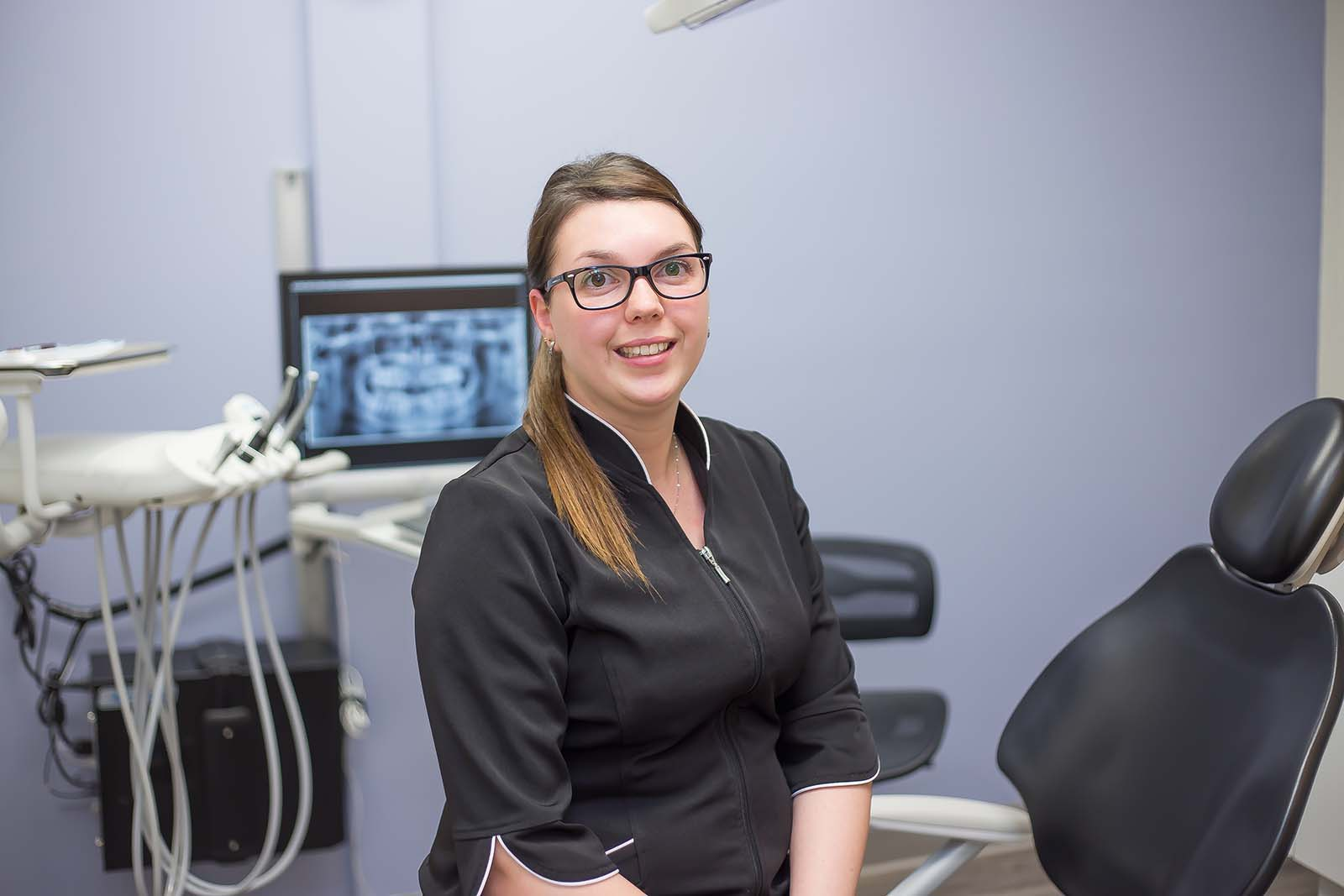 https://www.dentistedrummondville.com/wp-content/uploads/2015/12/Stephanie-Hygieniste-dentaire.jpg